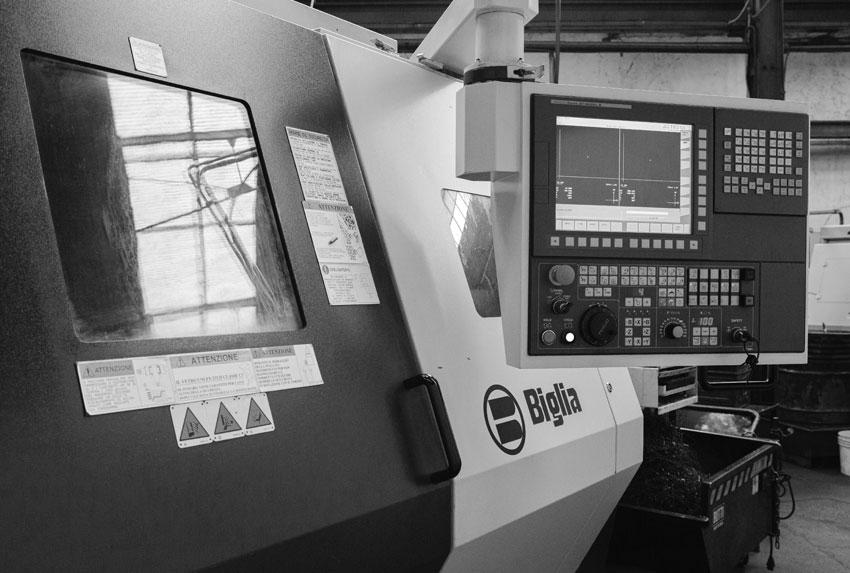 Tornio CNC per la fresatura e la tornitura dei metalli